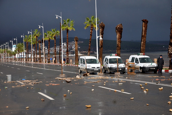 سكان حي شعالة بالناظور يصبون جام غضبهم على المسؤولين بالناظور عقب السيول الجارفة التي اجتاحت الحي