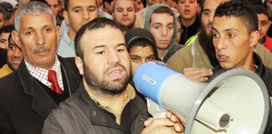 سليمان حوليش وأنصاره يطالبون برحيل عامل إقليم الناظور ويتهمونه بتزوير الانتخابات في مسيرة احتجاجية