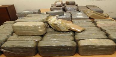 اكتشاف أزيد من 250 كلغ من مخدر الشيرا على متن شاحنة لنقل الحصى كانت قادمة من الناظور نحو مليلية المحتلة