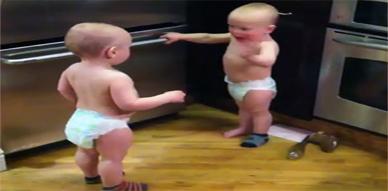 أجمل نقاش بين طفلين