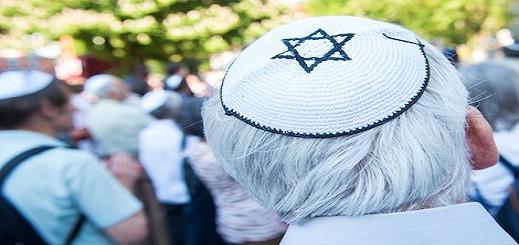 ألمانيا.. توقيف مهاجر مغربي بصق على يهوديين في الشّارع العام بمدينة هامبورغ