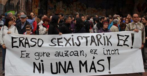 احتجاج بإسبانيا على مهاجر مغربي قام بإغتصاب فتاة في سيارته