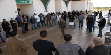 مستخدمو شركة ECN بمطار العروي الدولي يحتجون على قرار طردهم من العمل