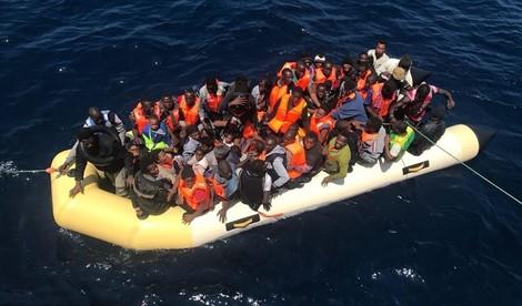 إنقاذ مرشحين للهجرة السرية في عرض البحر إنطلقوا على متن قاربين من بويفار والحسيمة