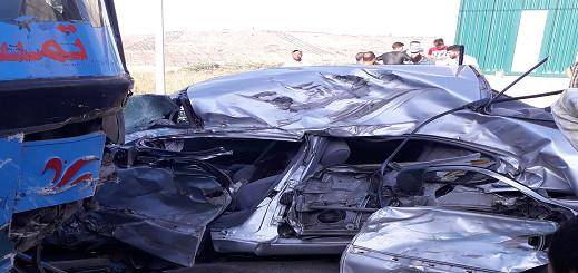 بالصور.. حادثة سير مأساوية بجماعة تمسمان  .. إصطدام سيارة نفعية بحافلة لنقل المسافرين