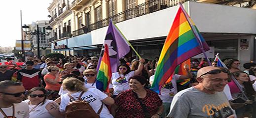 """زواج مغربيتان """"سحاقيتان"""" بمركز اللاجئين بمليلية يثير اهتمام الاسبان"""
