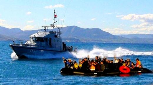 البحرية الملكية تنقذ 271 مرشحا للهجرة السرية بينهم نساء وأطفال كانوا على متن قوارب انطلقت من الريف