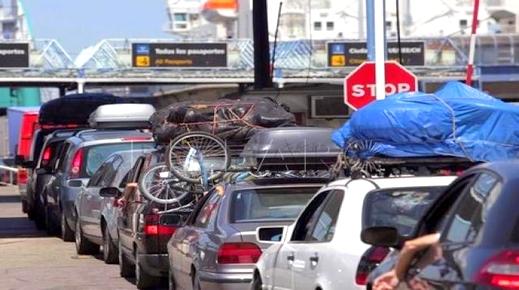 """تأخر باخرة قادمة إلى الحسيمة لأزيد من 12 ساعة يدفع أفراد الجالية للاحتجاج بميناء """"موتريل"""" الإسباني"""