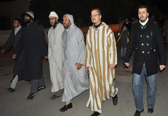 رجال الأمن بالعروي يحاصرون منزلا احتضن أزيد من 60 عضو لجماعة العدل والإحسان