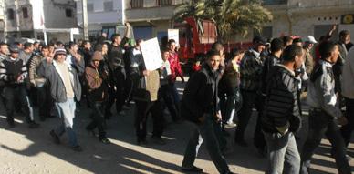 ساكنة أزلاف تنفذ إضرابا عاما للمطالبة برفع التهميش وتتضامن مع احتجاجات المعطلين بالريف