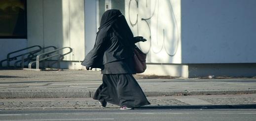 هولندا تشرع في تطبيق حظر ارتداء النقاب ابتداء من غشت المقبل