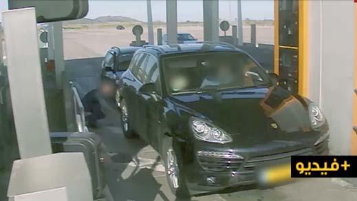 شاهدوا الفيديو.. شرطة كتالونيا تحذر من عصابة إجرامية تسرق مستعملي طرقات إسبانيا بطريقة ماكرة