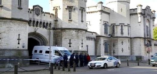 مهاجر مغربي متهم بالإتجار في المخدرات يفر من مركز للشرطة بأنتويربن