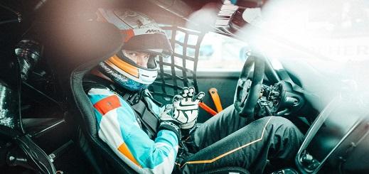 سائق مغربي يحقق إنجازات هامة ضمن بطولات دولية لسباق السيارات بألمانيا وهولندا