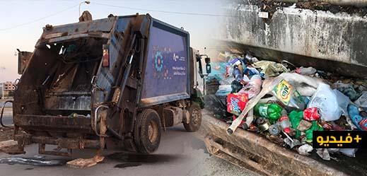 العبث.. شاحنة ازبال ممتلئة بالنفايات مركونة لثلاثة ايام بأحد اهم شوارع حي المطار بالناظور