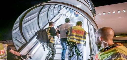 المرض وعدم وجود وثائق سفر أبرز أسباب وقف ترحيل المهاجرين من ألمانيا