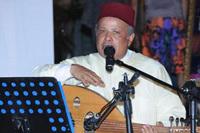 """فنان مغربي يغني لـ """"زواج الفيسبوك"""" في قالب فلكلوري تراثي"""