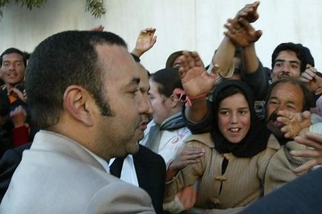 هكذا بكى الملك محمد السادس في زيارة لمدينة الحسيمة
