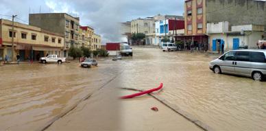 بلدة أزلاف تغرق في مياه الفيضانات ولجنة متابعة الشأن المحلي توضح الأسباب