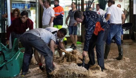 يهم أفراد الجالية العائدين الى بلدان الإقامة.. فيضانات تقطع محاور طرقية مهمة بالعاصمة مدريد