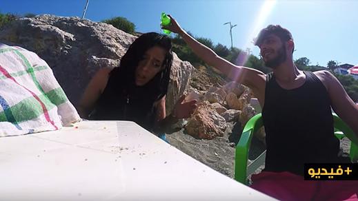 فافي وسيليا في فلوك بشاطئ ثارا يوسف بالحسيمة.. مقالب سخارة ومعلومات حول المنطقة
