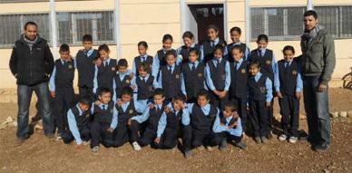 مجموعة مدارس أقوضاض  بجماعة بني وكيل بالناظور تشرف على توزيع الزي الموحد على التلاميذ