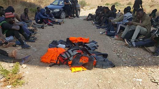 بالصور.. توقيف 55 مهاجرا من دول جنوب الصحراء بواد سيدي إحساين باقليم الدريوش