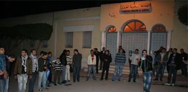 ساكنة العروي في وقفة احتجاجية تضامنية مع زيدون والهواس اللذين أقدما على حرق أنفسهم بالرباط