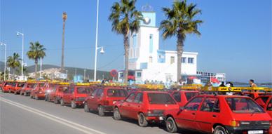 مهنيو سيارات الأجرة الصغيرة بالناظور يحتجون على اتهامات نشرت بجريدة محلية