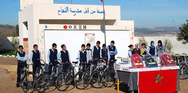 مدرسة كم آيث العربي ببني أنصار تحتضن مراسم توزيع دراجات هوائية على التلاميذ