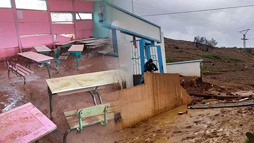 الأمطار العاصفية تحطم سور مدرسة ابتدائية ضواحي الحسيمة
