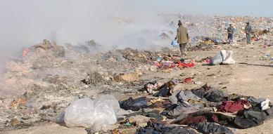 مصالح الجمارك بالناظور تتخلص من كمية كبيرة من الملابس الغير الصالحة للإستعمال  بإتلافها عبر عملية الحرق