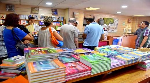 بعد أيام من الدخول المدرسي.. مقررات غائبة بالمكتبات والأسواق والوزارة تكشف موعد إصدارها