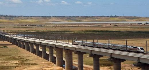 ربط الحسيمة بتطوان بخط سككي للقطار ..  وزير التجهيز يرد على سؤال البرلماني الأندلوسي