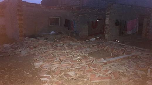 قائد المقاطعة الثالثة ببني انصار يصاب في الرأس اثناء هدم جدار احدى المنازل