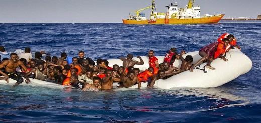 """إنقاذ 58 مهاجرا بينهم """"17 امرأة و5 أطفال"""" أبحروا من شمال المغرب بعرض بحر المتوسط"""