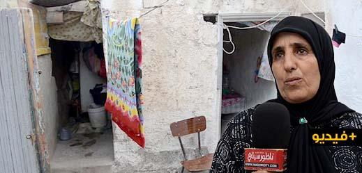 """مؤلم..  أم لطفلتين من الناظور تعيش في """"خربة"""" آيلة للسقوط تناشد مساعدتها"""