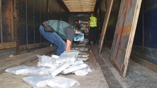 بالصور.. توقيف شاحنة محملة بكمية كبيرة من الحشيش كانت في طريقها الى إسبانيا