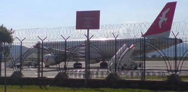 امتناع مسافرين بمطار العروي من الركوب في طائرة عقب تعرض محركها لعطب تقني