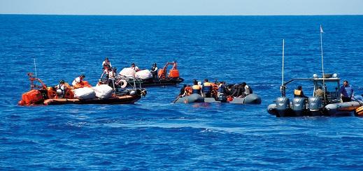 إنقاذ 14 شابا من العروي بعد ليلة عصيبة بعرض البحر وإطلاق سراح 22 مهاجرا من إمزورن بإسبانيا
