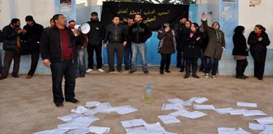 """مشاركون في مباراة التوظيف لوزارة الداخلية """"يشتكون"""" معطلي الناظور لعامل الإقليم"""