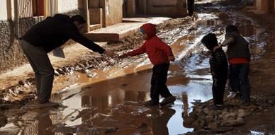 ساكنة جماعة إحدادا تشتكي أضرار شبكة الصرف الصحي وفعاليات جمعوية ترصد خروقات الأشغال