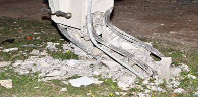 عمود كهربائي يهدد حياة ساكنة حي بويزارزان بالناظور والمكتب الوطني للكهرباء خارج التغطية