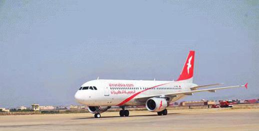 """مسافرون يصبون غضبهم على """"العربية للطيران"""" بعد تأخير رحلة من الناظور إلى برشلونة لأزيد من عشر ساعات"""