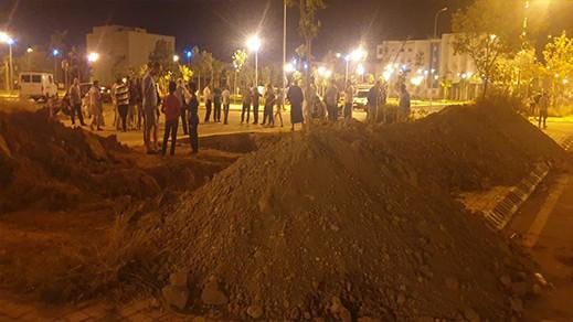 ساكنة حي العمران بسلوان تحتج على تثبيت لاقط هوائي بالحي