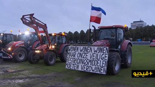 """شاهدوا بالفيديو.. احتجاج مزارعين ب""""الجرارات """" يتسبب في أزمة مرورية بهولندا"""