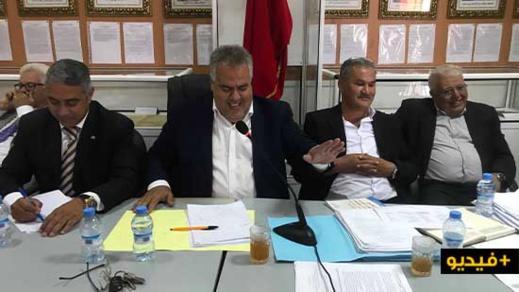 """مجلس بلدية بني أنصار يتداول حول """"انتشار الأزبال"""" ويصادق على اتفاقية شراكة لإحداث ملعب القرب"""