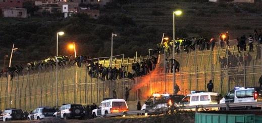 المغرب يُحذر إسبانيا من اقتحام جماعي للمهاجرين الأفارقة لسياج الثغر المحتل