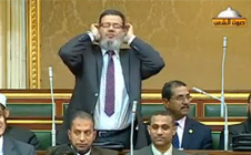 برلماني مصري يؤذن داخل مجلس الشعب
