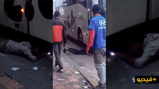 شاهدوا.. حراكة مغاربة يشلون حافلة اسبانية متجهة إلى مليلية بهدف التسلل إليها